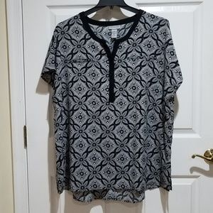 Black and White Print with Botten neckline
